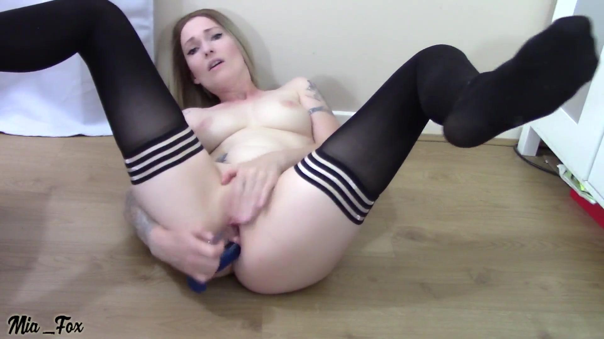 2 amateur girls share dick on webcam